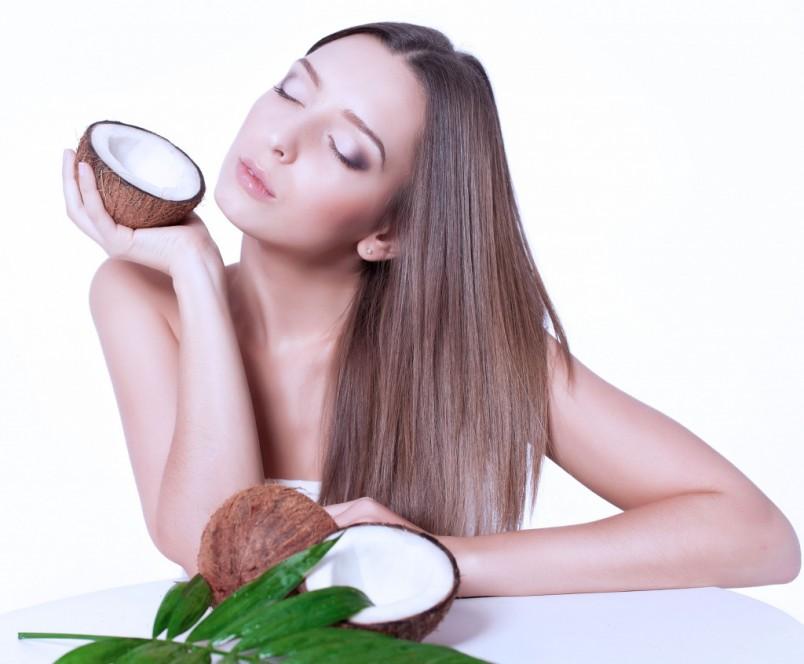 Противопоказания у этого продукта ничтожны. Кокосовое масло для волос в очень редких случаях может вызывать аллергию в виде зуда или покраснения кожи головы.