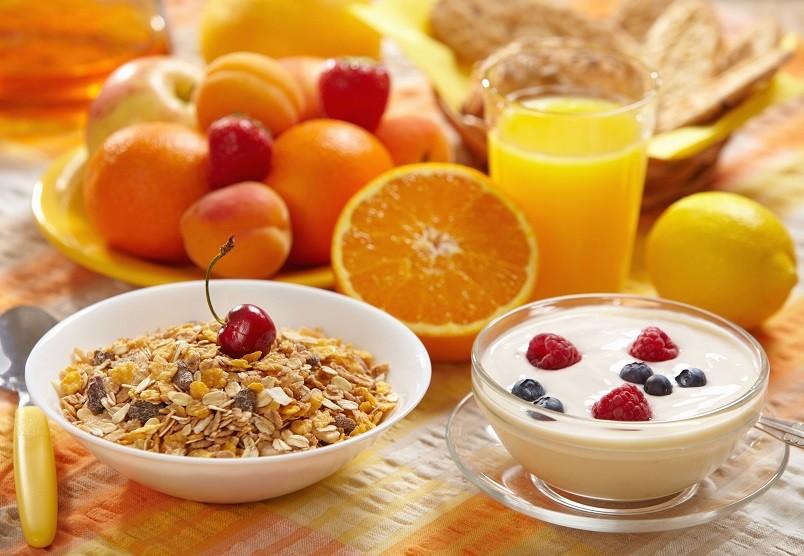 Здоровое диетическое питание бывает 2-х видов, лечебное и эстетическое. Первое направлено на улучшение здоровья человека, второе - на похудание.