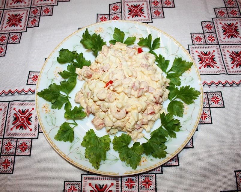 Готовить салаты с креветками весьма просто, но в результате у блюда получается очень изысканный вкус.