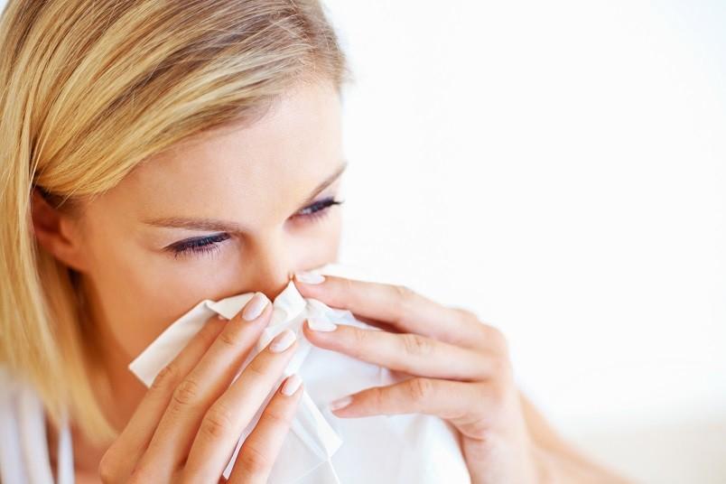 Насморк - один из симптомов простуды. Поэтому не получится избавиться от насморка, оставив без внимания первопричину.