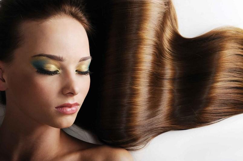 Все ценные вещества для волос содержаться в желтке. В белке же их нет. Поэтому для всех яичных масок используют именно желток.