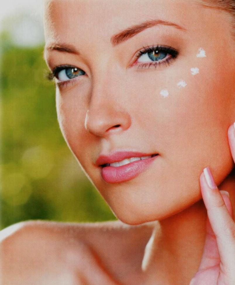 Крем, который остался нужно точечно нанести на самые проблемные участки кожи лица. Эта мера, поможет достичь равномерного цвета лица.