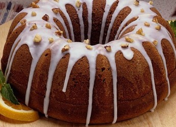 Чтобы выпечка вышла мягкой и пышной, можно добавить в тесто немного соды, а для аромата - ванилин или мускатный орех.