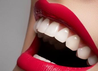 Домашняя процедура отбеливания зубов позволяет добиться результата за достаточно короткое время.