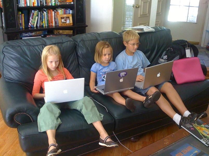 Лечение компьютерной зависимости у детей - процесс долгий и нудный, требующий помощи профессионального психолога.