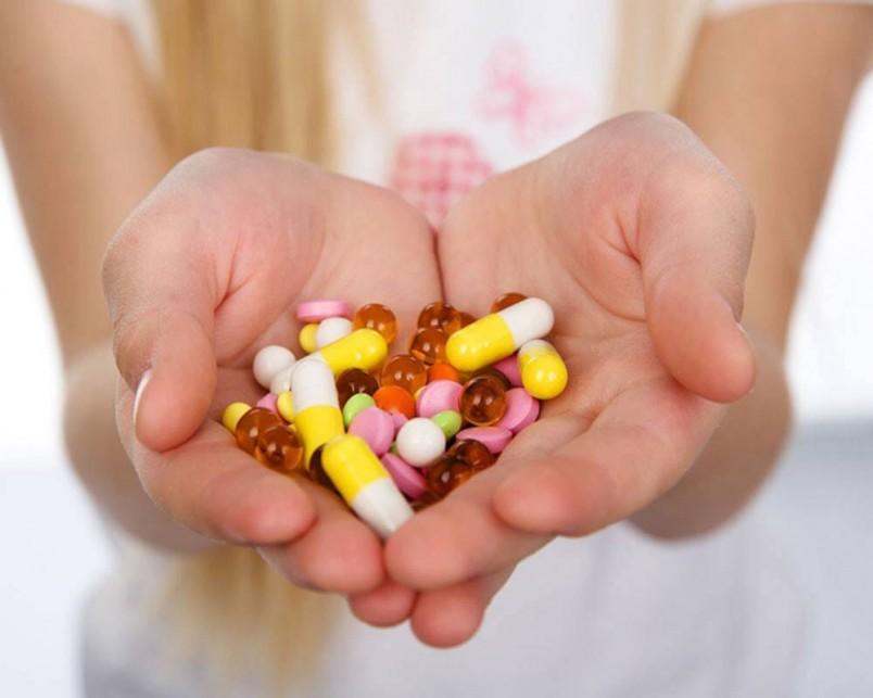 Для лечения цистита врач назначает лекарства традиционной медицины – антибиотики, обезболивающие и мочегонные препараты.