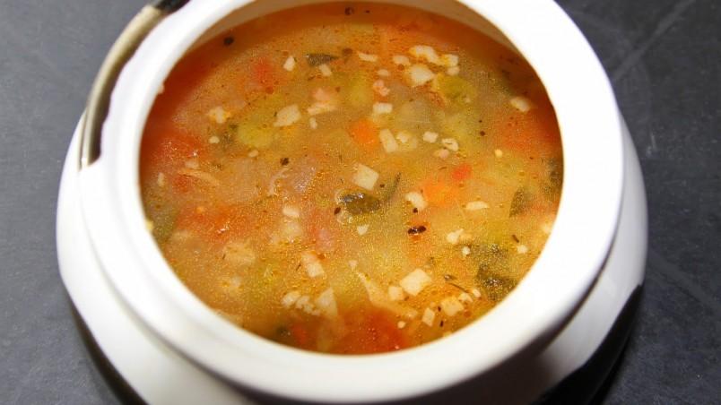 """Суп рассольник в своем современном формате – прямой потомок старой русской кухни, где очень любили """"росольные"""" блюда."""