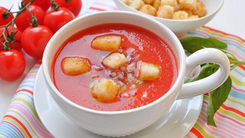 На приготовления томатного супа у вас уйдет около 30 минут. Это совсем немного, рецепт вполне подойдет занятым хозяйкам.