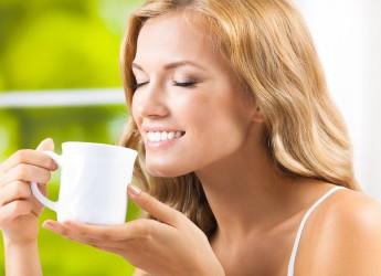 Женщины, которые пьют чай с имбирем регулярно, отличаются стройностью, свежим цветом лица и ясностью взгляда.