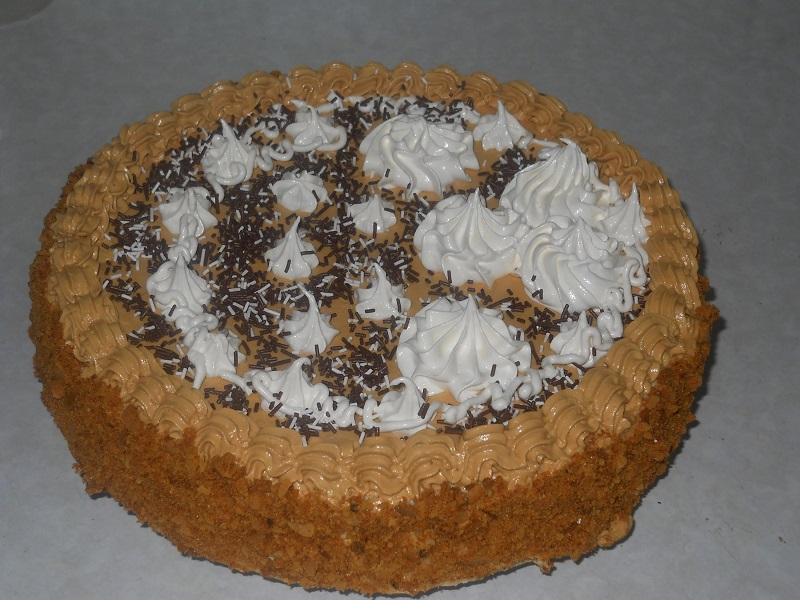 Торт Медовик по классическому рецепту отличное завершающее блюдо любого праздничного застолья.