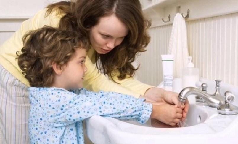Частое мытье рук с мылом является наилучшим методом профилактики остриц.