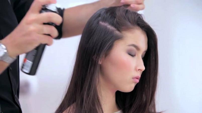 Если вы попытаетесь распылить сухой шампунь на влажные волосы, то это будет похоже на грязь.