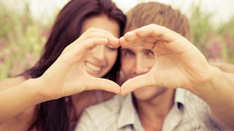 Если женщина позволит своему мужчине быть главой в паре. при этом мягко направляя его в нужное русло, он будет считать ее своим идеалом.