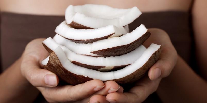 Даже если ваши волосы выглядят совершенно здоровыми, вы все равно можете использовать кокосовое масло.