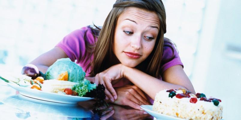Пища для беременной должна быть отварной, запеченной или тушеной, но не жареной. Отдавайте предпочтение в еде овощам, фруктам и злаковым, растительному маслу.