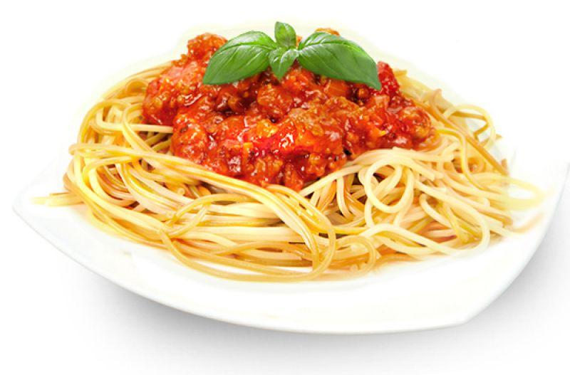 Правильно приготовленный соус Балоньезе будет иметь ярко красный оттенок.