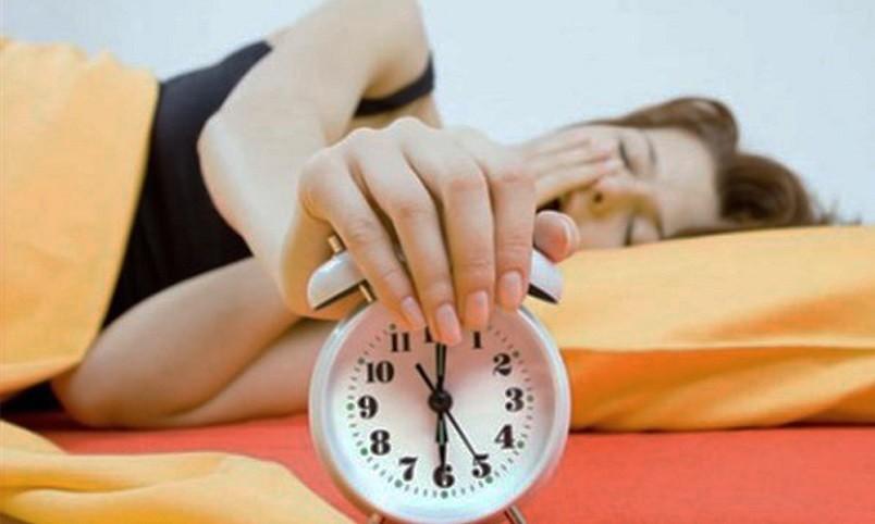 Чтобы вы смогли выспаться всего за каких-то 4-5 часов необходимо, оградить себя полностью от посторонних шумов.