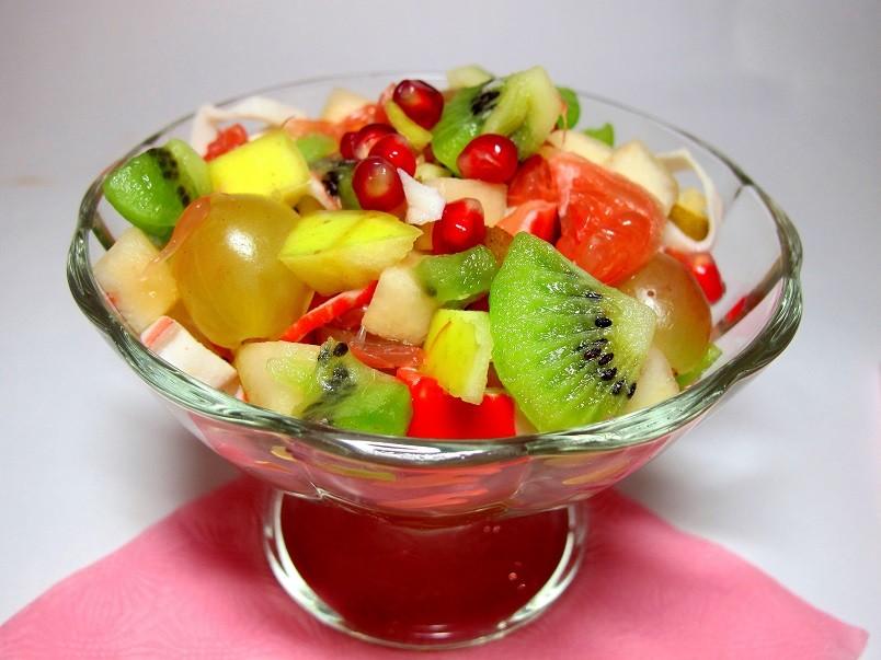 Ну когда еще вы сможете побаловать себя вкуснейшими фруктовыми салатиками, как не в период похудения.
