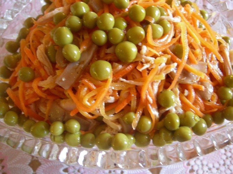 Салаты из моркови - источник бета каротина для нашего организма, который потом преобразуется в витамин А.