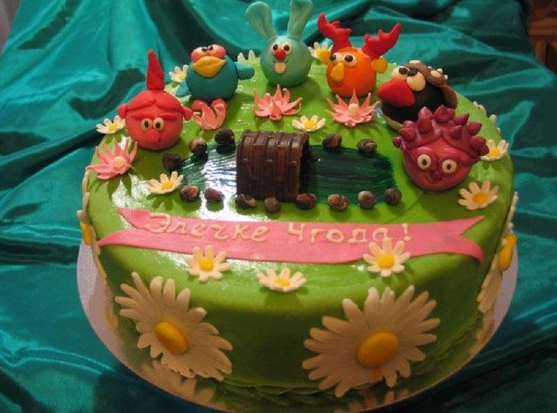 Какое же меню на день рождения ребенка обходится без торта? Здесь главное красиво его оформить.