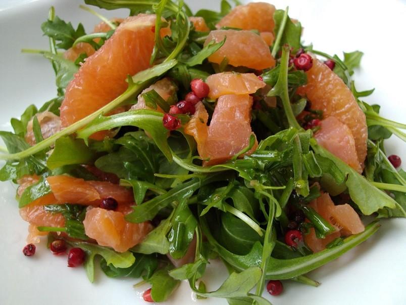 Лучшим вариантом для заправки салата с креветками всегда считалось оливковое масло.