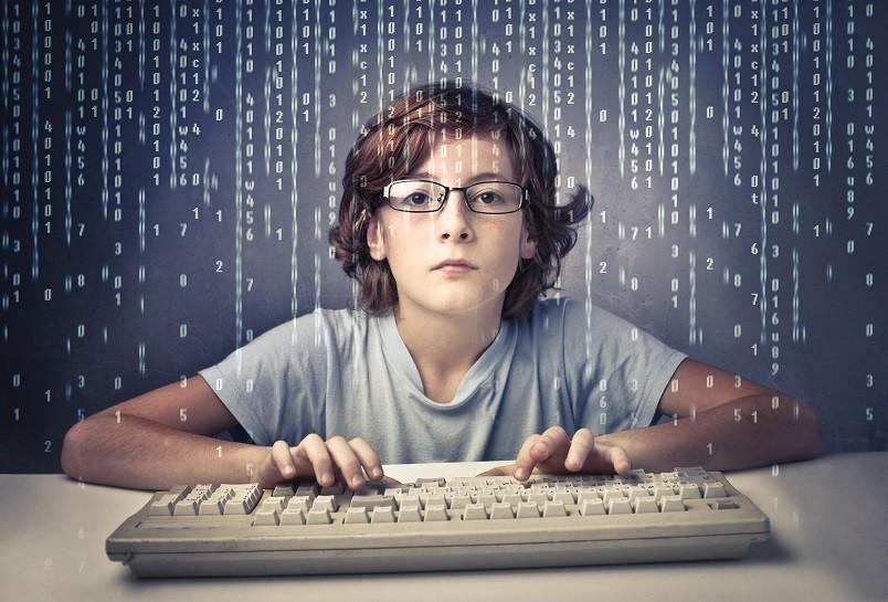 Проводя много времени у компьютера, ребенок забывает об всем, например, сделать уроки, убрать в своей комнате и даже вовремя поужинать и лечь спать. Сбивается режим дня у подростка, что приводит к сбою работы организма.