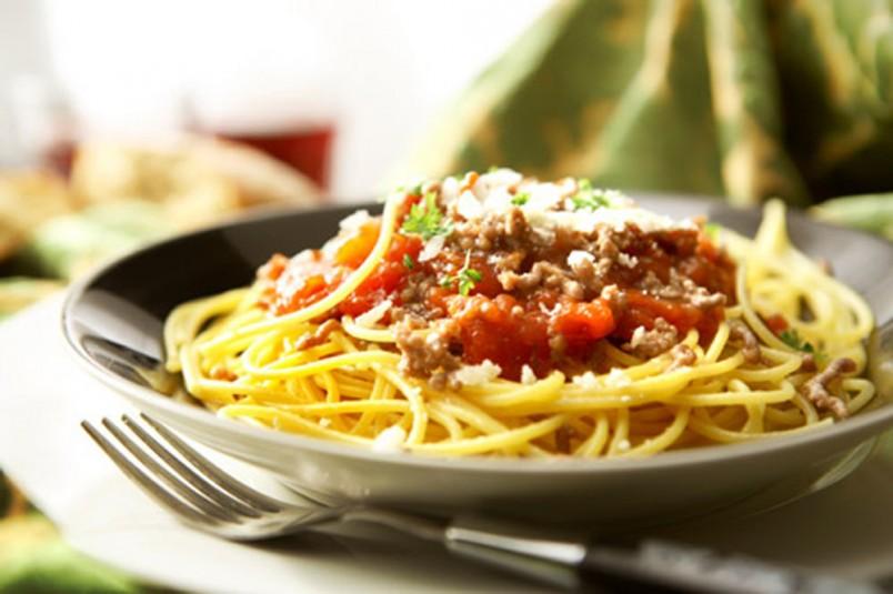 Чем насыщенней и ярче по вкусу будет бульон для приготовления спагетти Балоньезе, тем вкуснее получится соус.