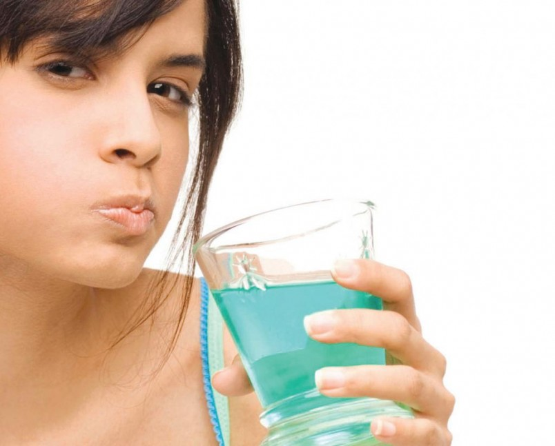 Не рекомендуется заниматься самолечением стоматита, это грозит серьезными осложнениями.