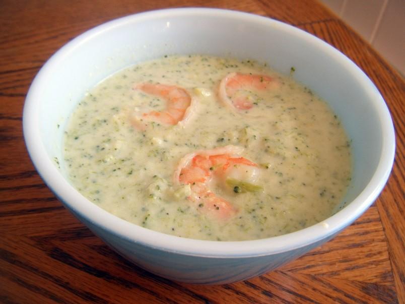 Креветки не только украсят ваш суп пюре из брокколи, но и добавят изумительный вкус блюду.