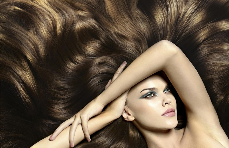 Одним из главных проявлений красоты и женственности станут длинные, ухоженные волосы.