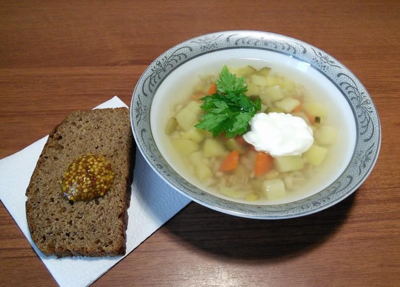 Во время постов на Руси варили вегетарианские рассольники на овощном или грибном бульоне.