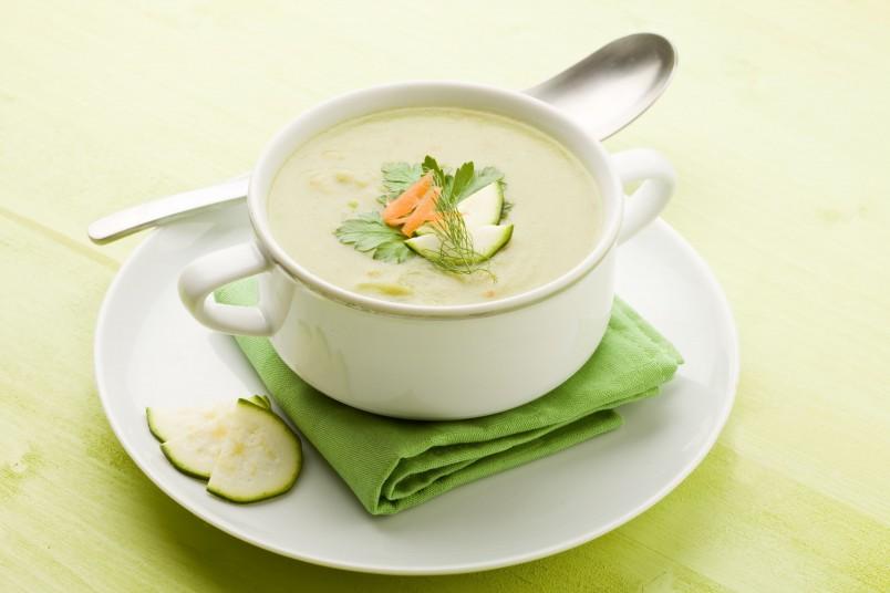Если суп приготовлен по всем правила, то никто не догадается, что он из кабачков.