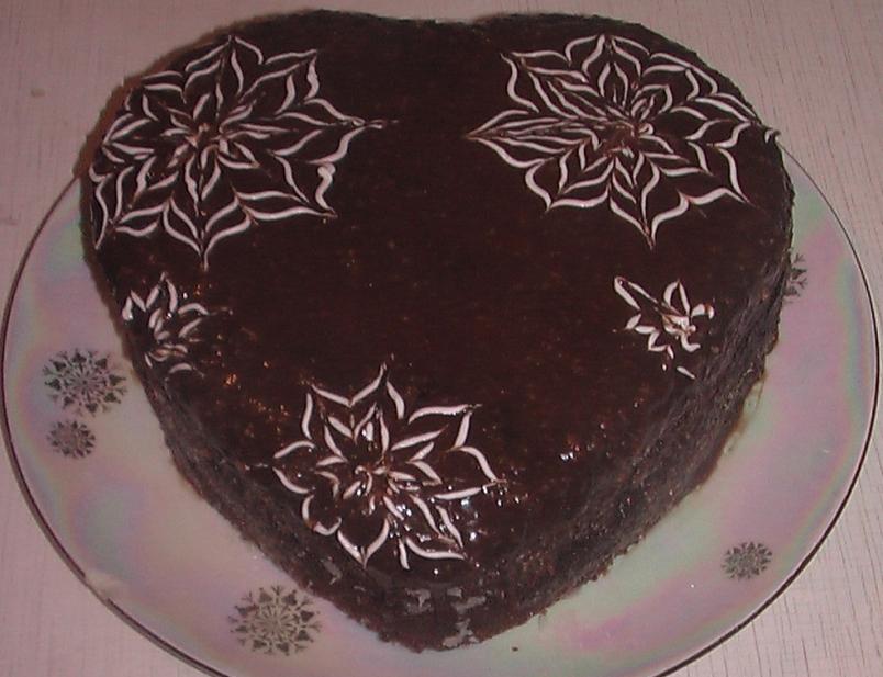Вы множите не иметь навыков приготовления различных сложных выпечек, но уметь готовить бисквитный торт вы обязаны.