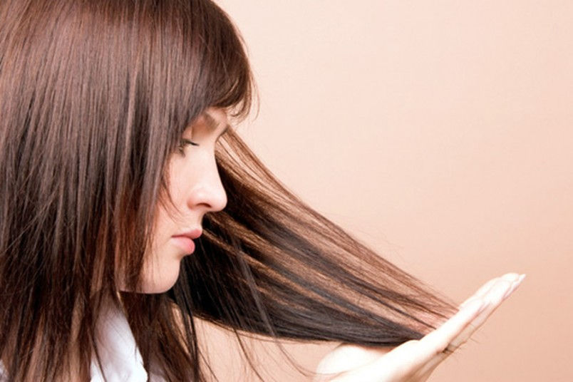 Если вы заметили что ваши волосы выпадают, это тревожный знак. В таких случаях необходимо начинать лечение.