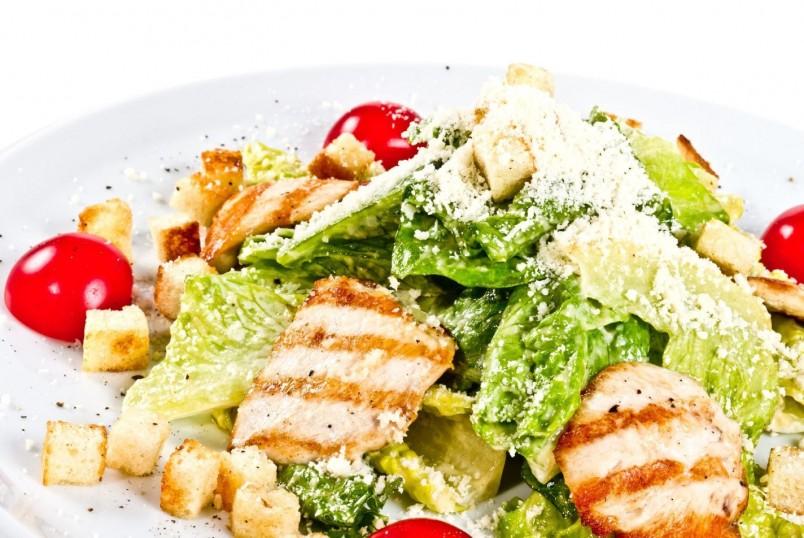 "Порадуйте своего любимого мужчину классическим салатом ""Цезарь""."