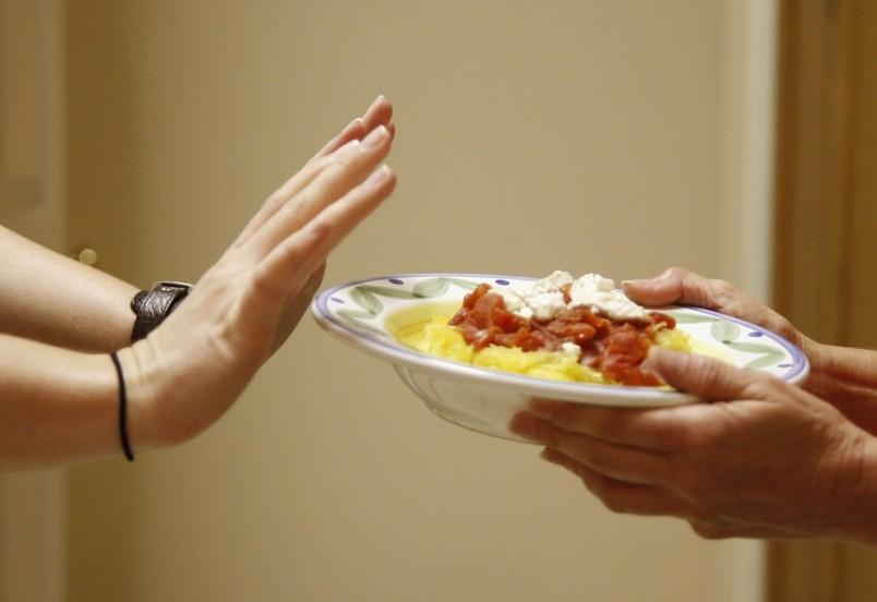 Чтобы избавиться от вздутия живота, нужно скорректировать питание.