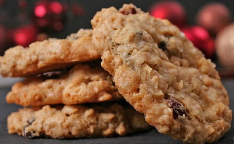 Печенье из овсяных хлопьев хорошо подойдет для людей, которые соблюдают диету.