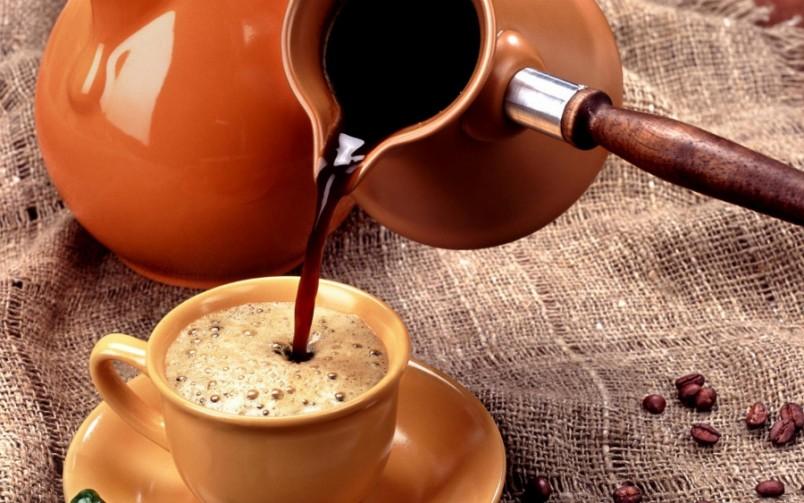 Порадуйте своего любимого мужчину ароматным и бодрящим кофе в постель.