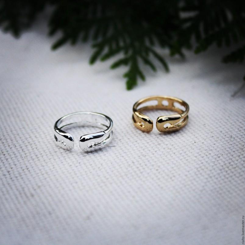 Подарите своей второй половинке на Новый Год обручальное кольцо. Подобный подарок обрадует вашу любимую и сделает этот праздник незабываемым.