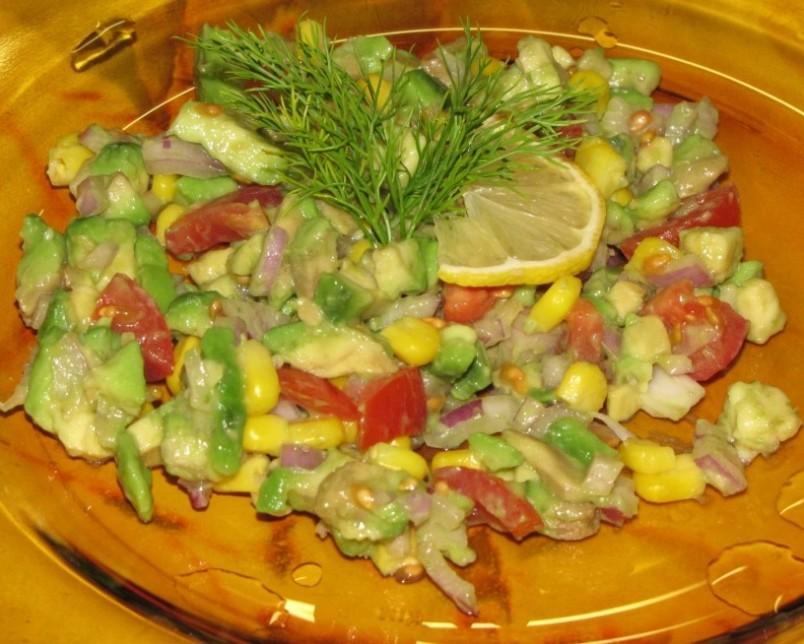 Существует огромное количество рецептов салатов с добавлением авокадо.