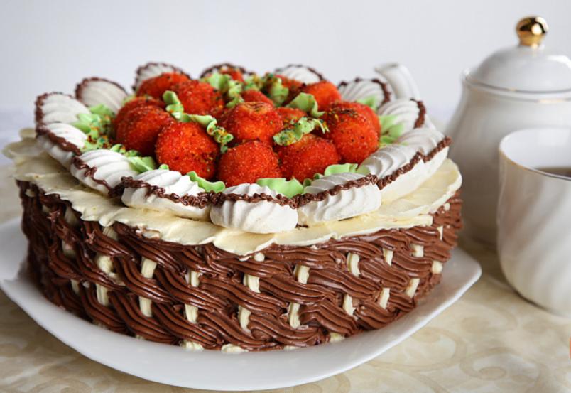 Многие домохозяйки боятся печь бисквитные торты, ведь они не всегда получаются удачными с первого раза.