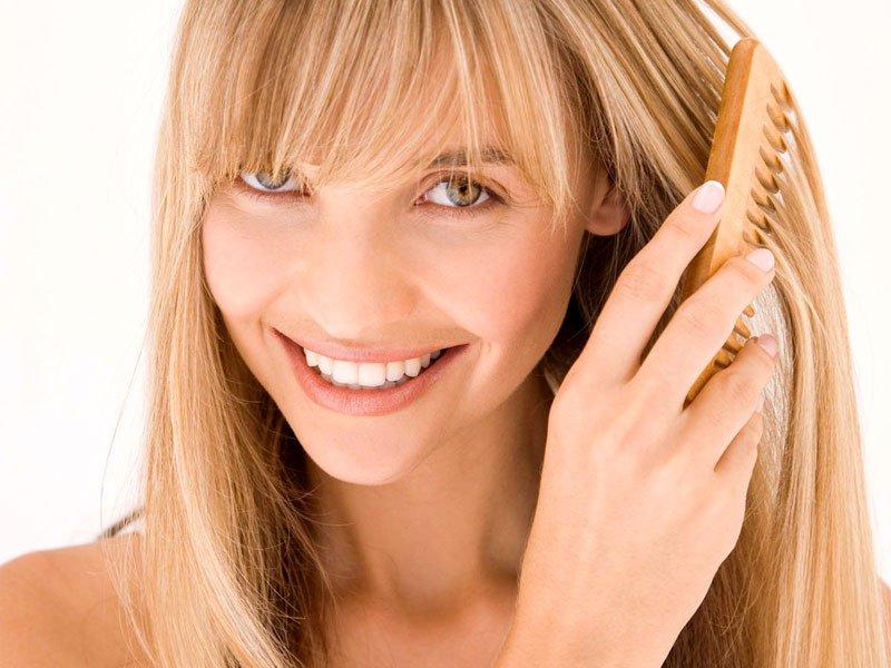 Существует огромное количество народных средств, которые помогают от выпадения волос.
