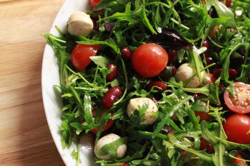 Добавив в салат с красной фасолью немного авокадо, вы получите насыщенный и экзотический вкус.