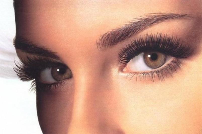 Ресницы делают женские глазки соблазнительными и загадочными. Помните - каждая девушка должна ухаживать за своими ресничками.