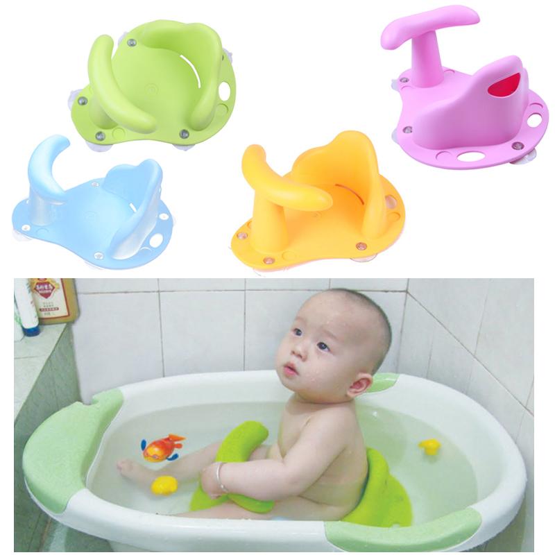 Различные аксессуары для ванночек малыша сделают водные процедуры еще приятнее.