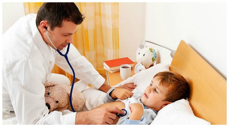 Лечение ангины у грудных детей осложняется тем, что использовать местные способы терапии практически невозможно.