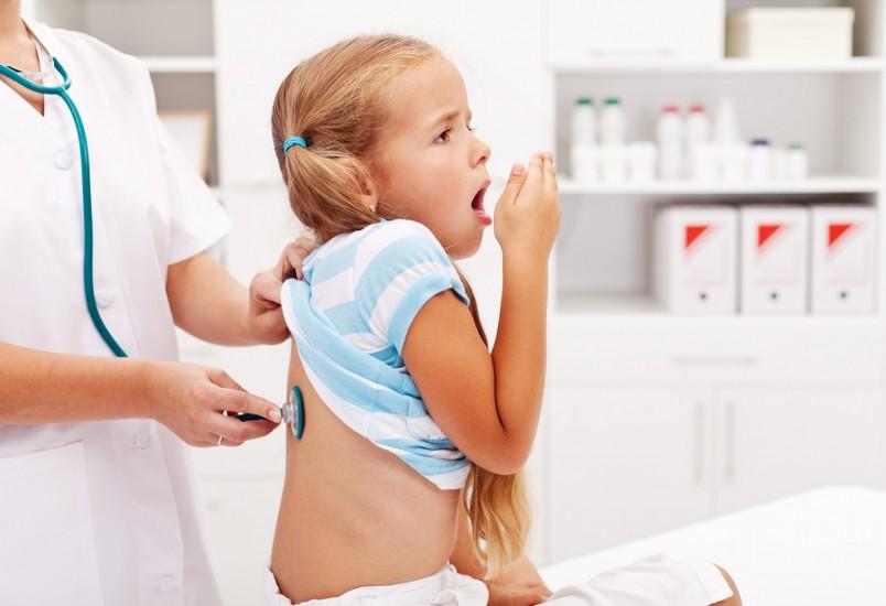 Пневмония относится к тяжелым заболеваниям дыхательной системы у детей.