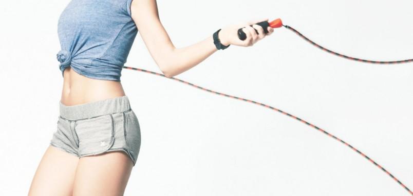 Интенсивные прыжки со скакалкой – хорошее средство для похудения, если сердце и сосуды здоровы, лишний вес не очень большой
