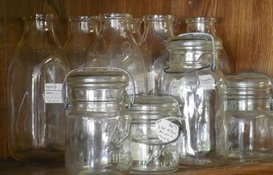 При большом количестве заготовок одновременно, вполне целесообразно воспользоваться способом стерилизации банок в духовом шкафу электрических или газовых плит.