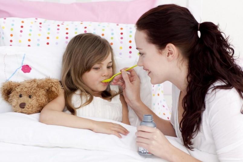 Лечение ларингита у детей требует особого внимания, так как вероятность возникновения внезапного стеноза гортани у маленьких детей намного выше, чем у взрослых.
